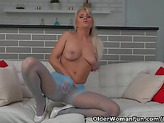 european cougar Kathy Anderson takes care of her hungry honeypot